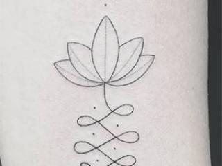 Voorbeeld van een minimalistische tatoeage gezet door Fernando