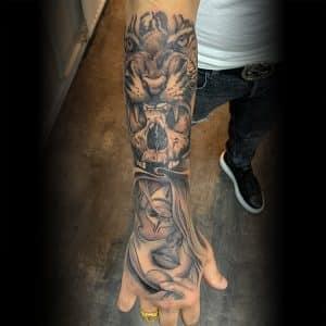 Chicano stijl sleeve tattoo voorbeeld