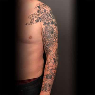 Chicano oldschool lijnwerk tattoo sleeve