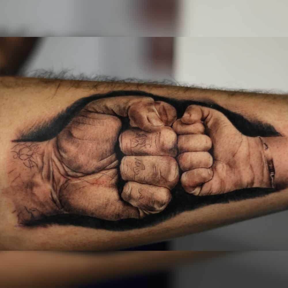Realistische handen tattoo boks vader en zoon