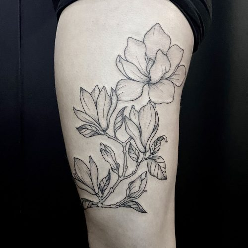 Bovenbeen bloemen tattoo Danique