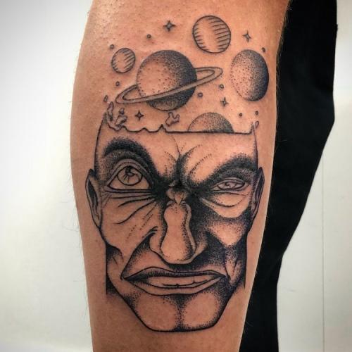 Dotwork ontploffend hoofd planeten