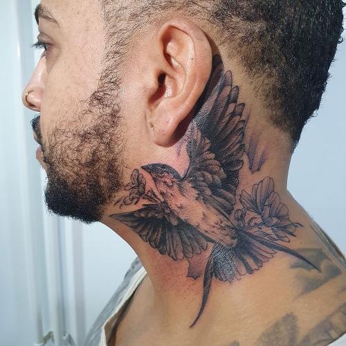 Handgetekende vogel in de nek
