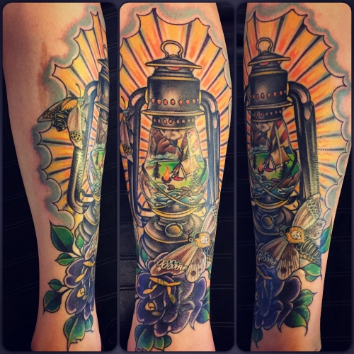 Full color olielamp tattoo new school stijl