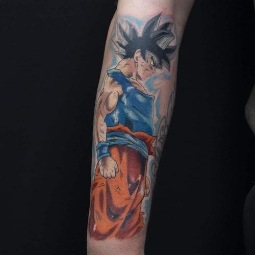Begin van een full color Dragon Ball Z tattoo sleeve