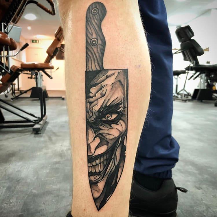 The Joker verwerkt in een mes