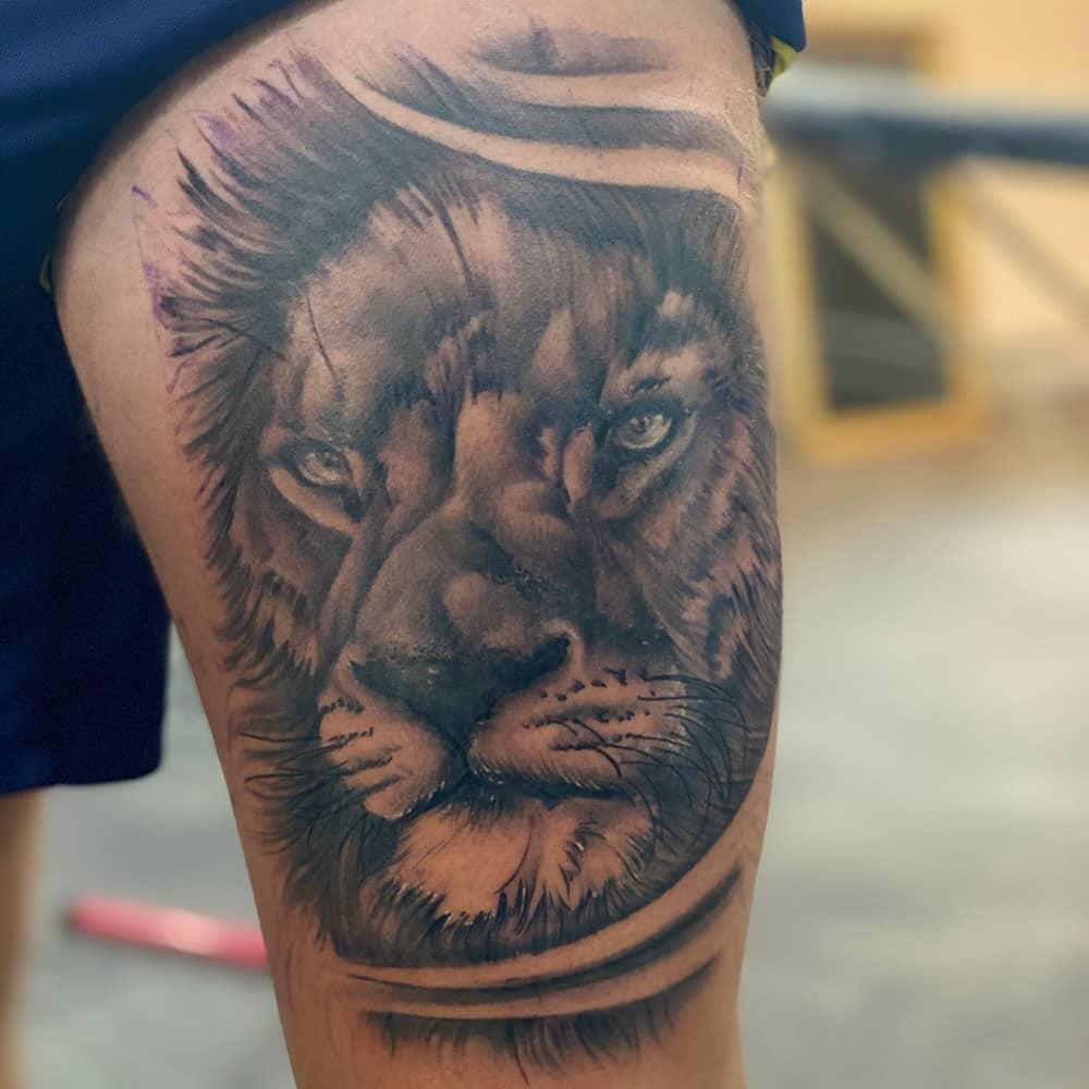 Realistische leeuw bovenbeen