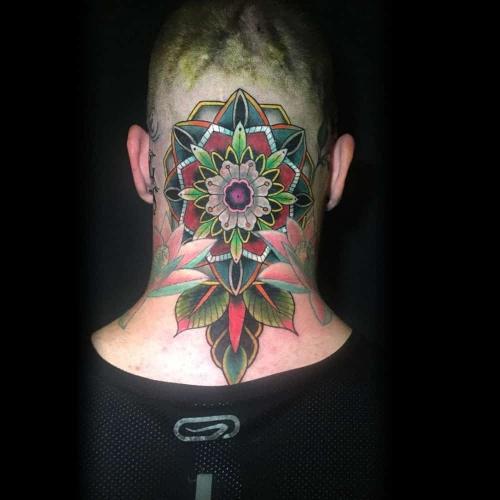 Kleuren mandala op achterhoofd