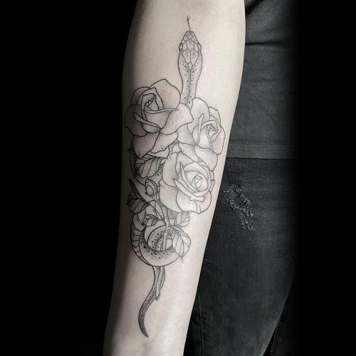 Old school stijl slang met rozen