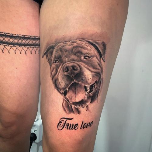 Realistisch portret tattoo van Stafford