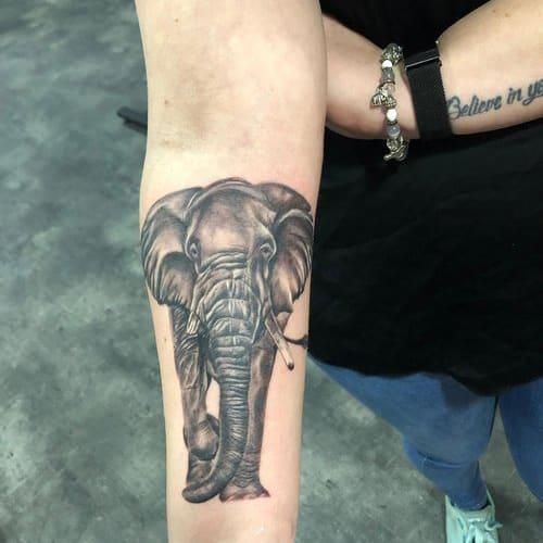 Realistische olifant tattoo