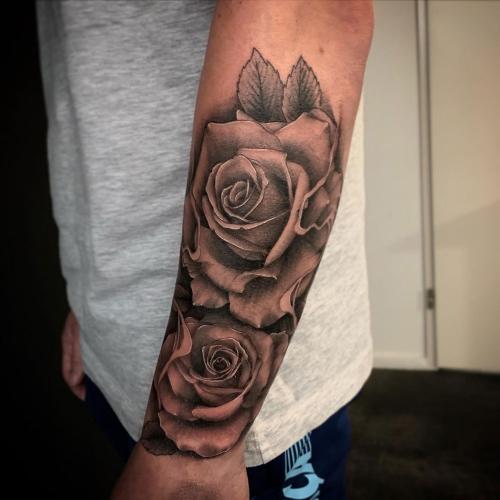 Realistische rozen tatoeage Guus