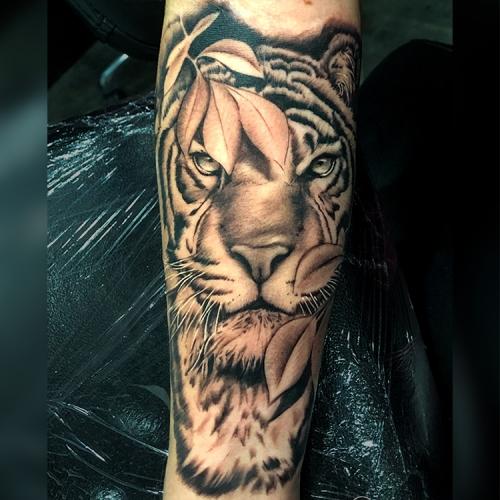 Realistische tijger tattoo sleeve