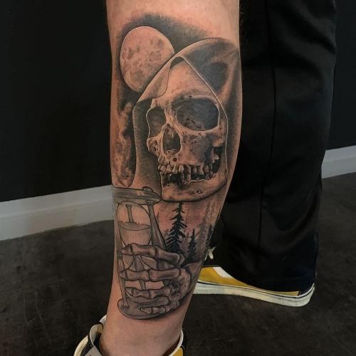 Schedel met zandloper de dood tattoo