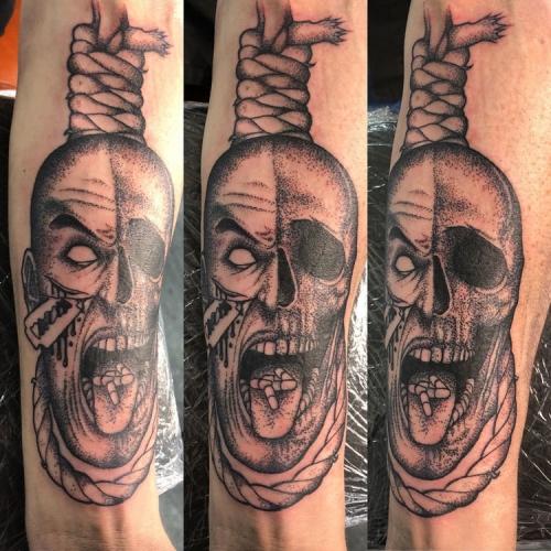 Skull hangman pillen aan touw