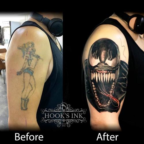 Coverup tattoo van pinup girl met Marvel's Venom