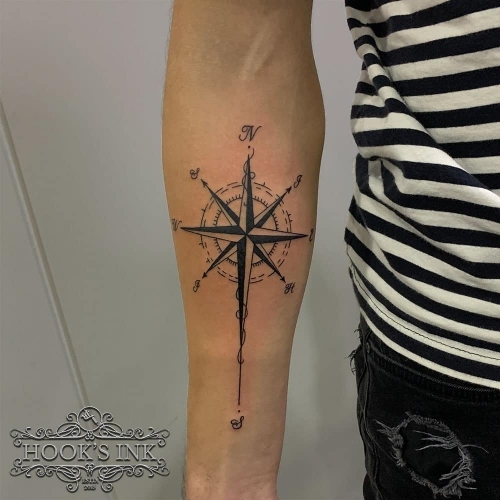 Blackwork kompas