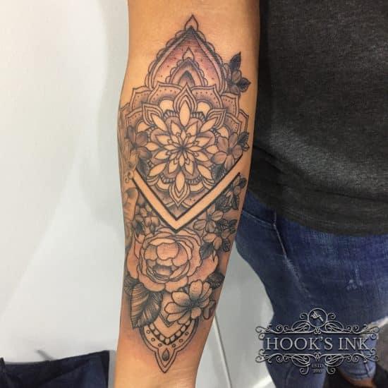 Custom made mandala met rozen tattoo