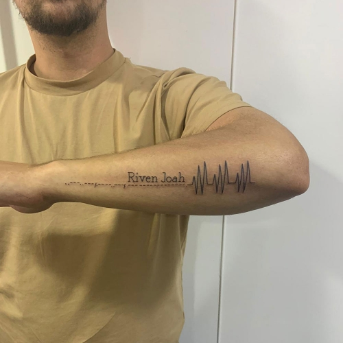 Fineline hartslag, morsecode met naam kinderen tattoo