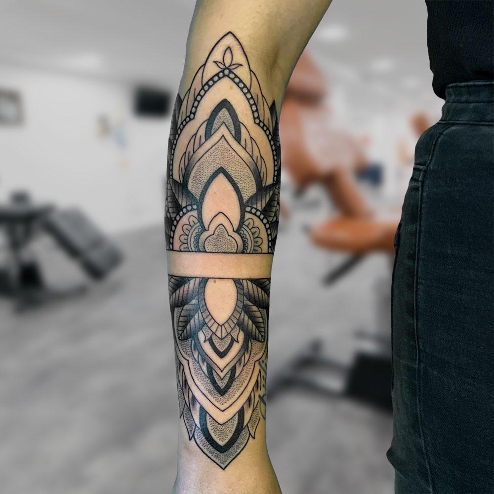 Mandala tattoo onderarm Wessel