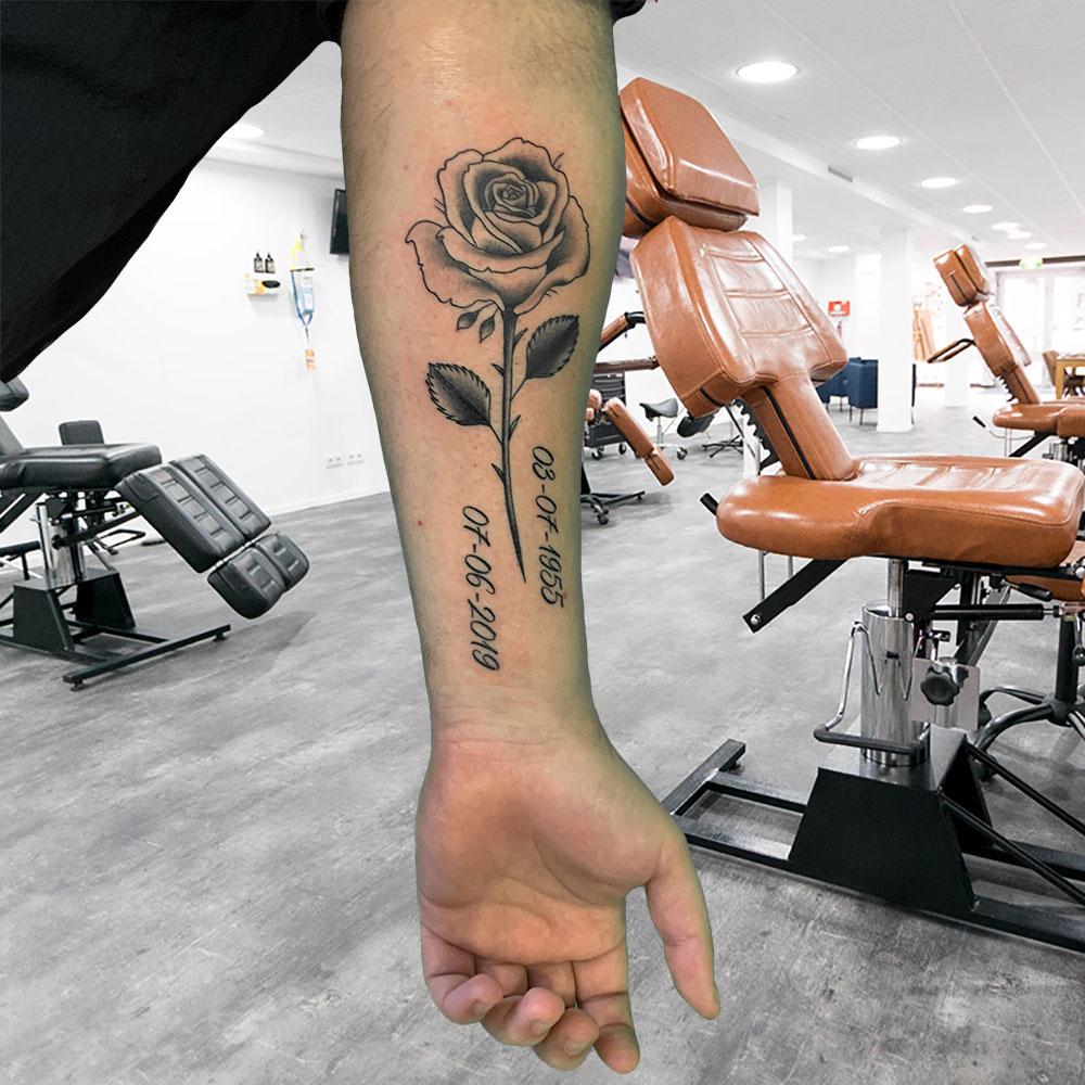 Roosje met datum tattoo Wessel