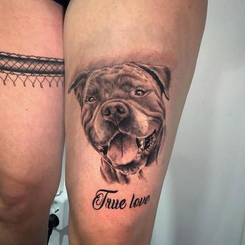 Portret huisdier tattoo realistische hond