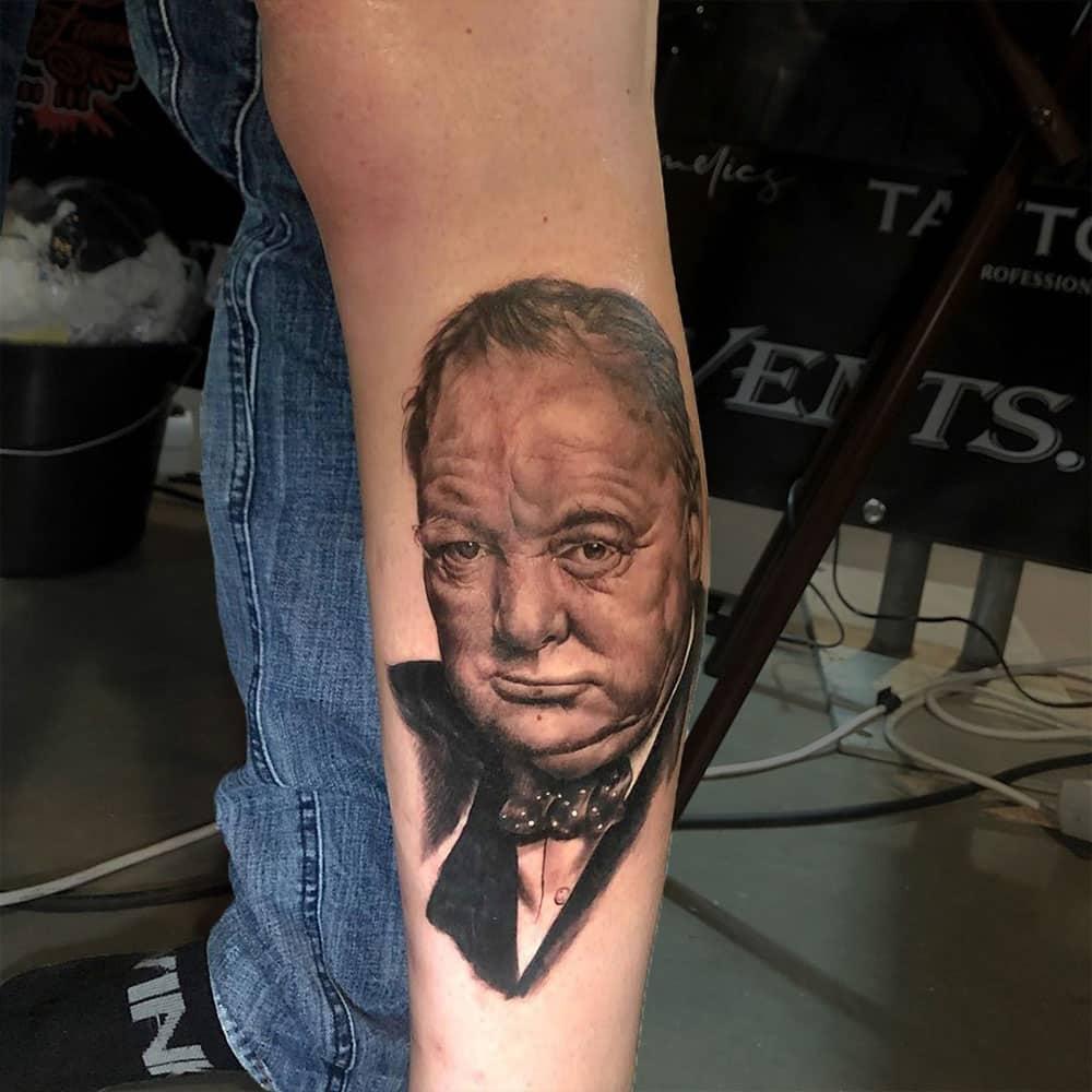 Portret tattoo van Sir Winston Churchill