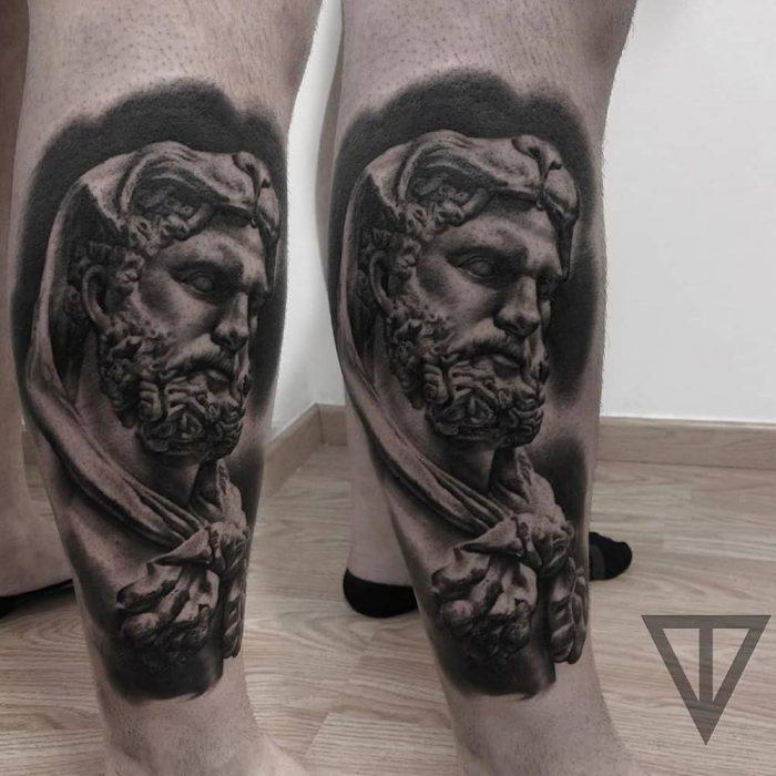 Grieks standbeeld tattoo realistisch Roman Vainer