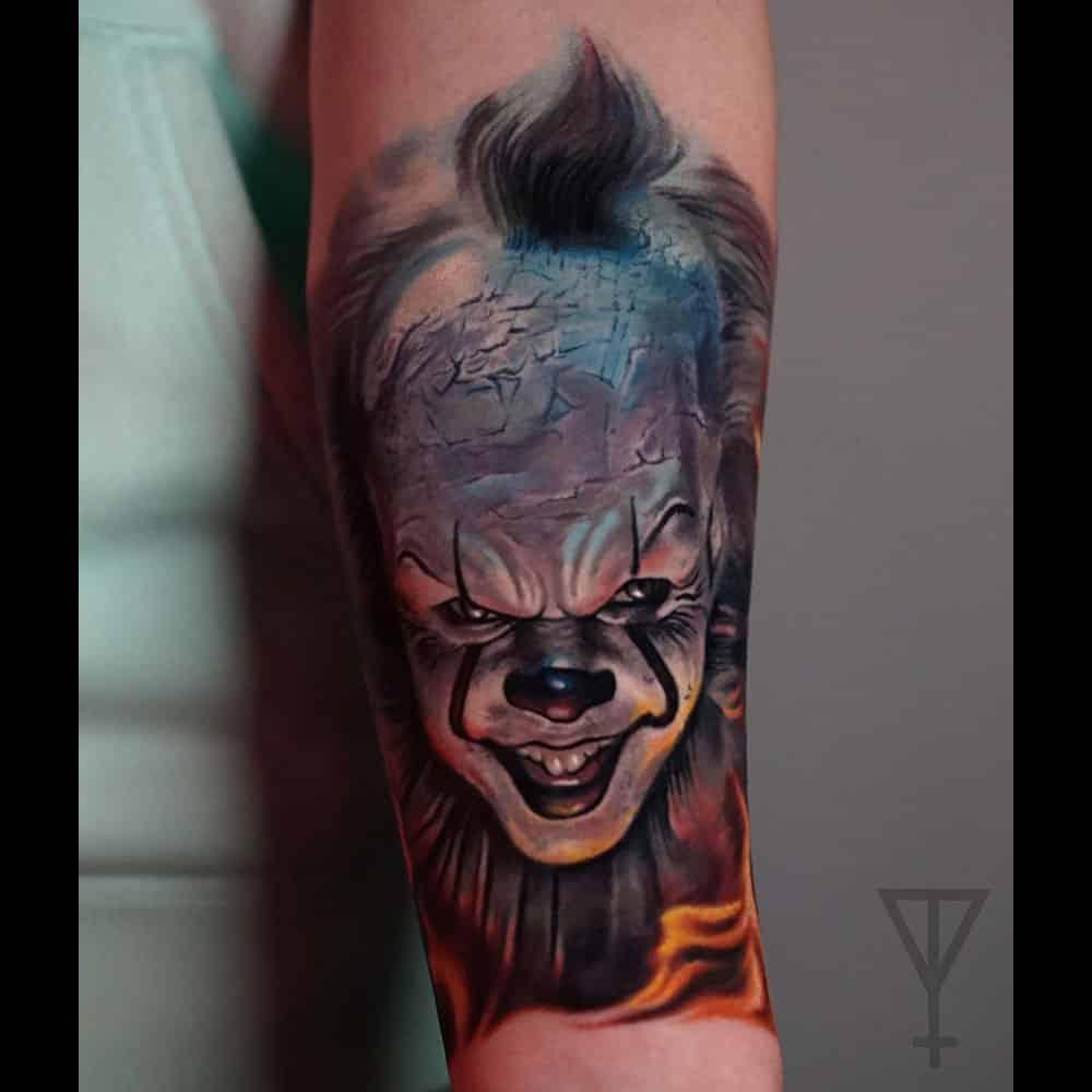 IT clown Stephen King kleuren tattoo Roman Vainer