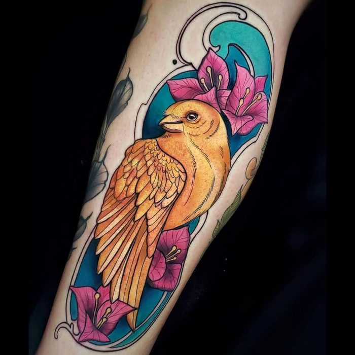 Neo traditional gouden kanarie kleuren tattoo Molly