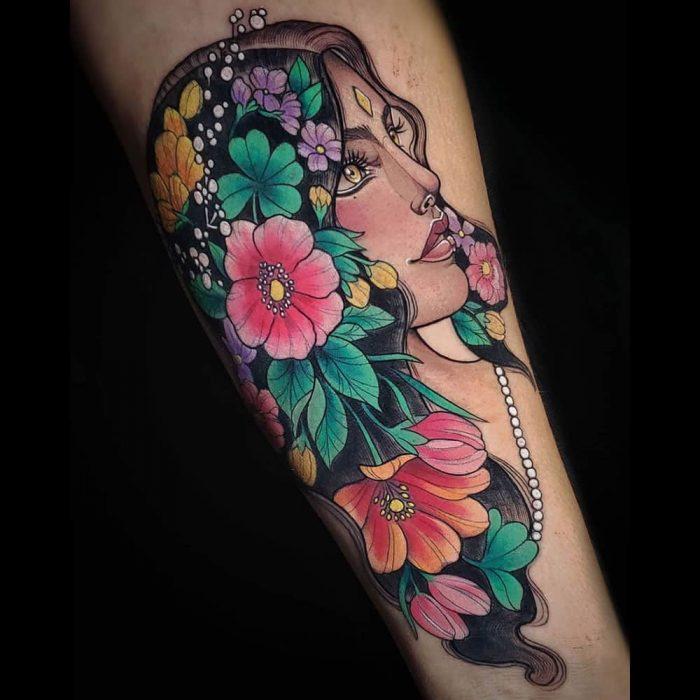 Neo traditional kleuren tattoo vrouw portret Molly