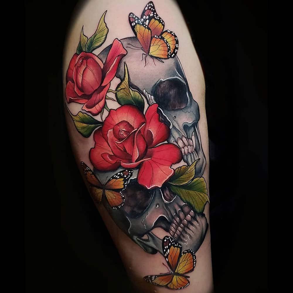 Schedel skull rozen vlinder kleuren tattoo Molly