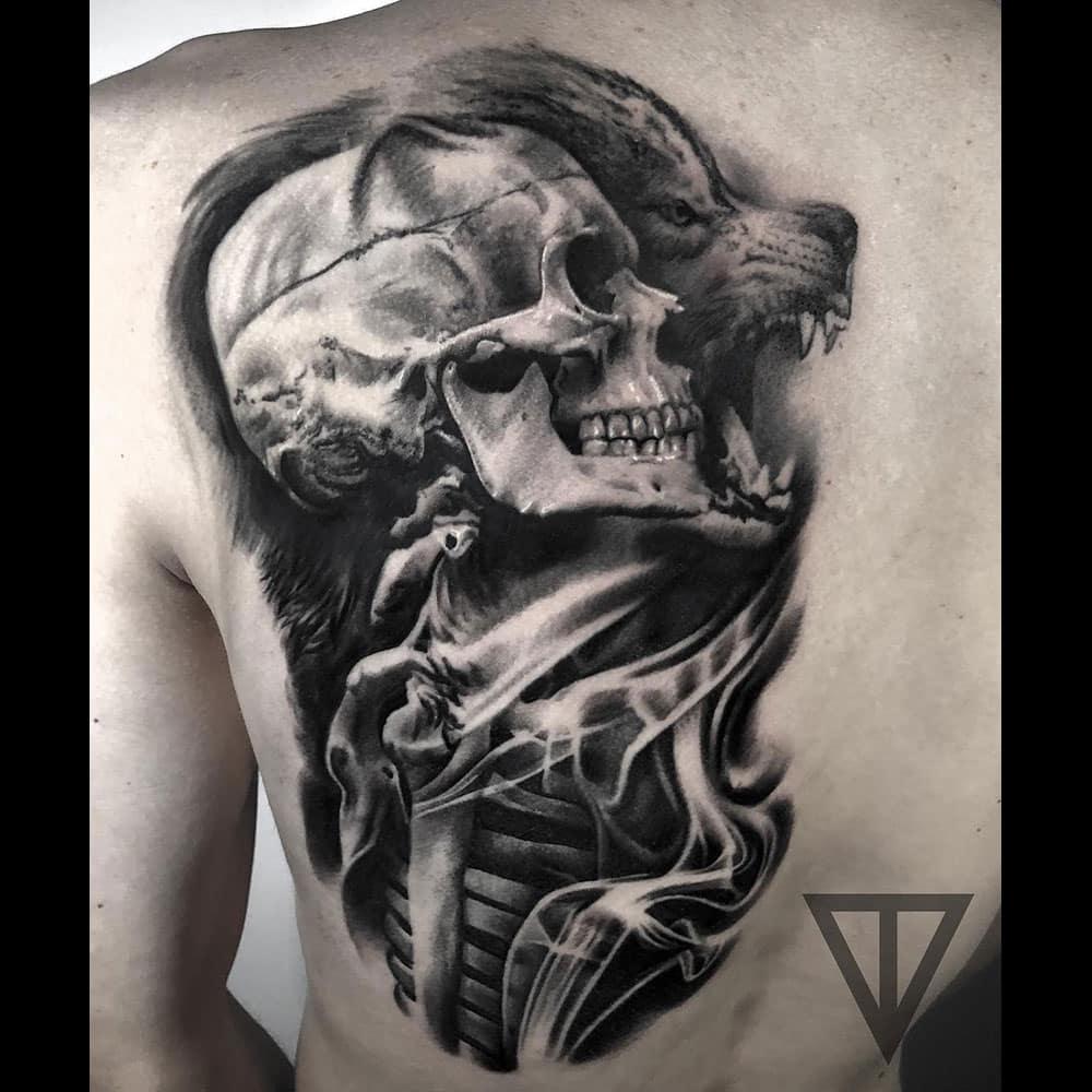 Skull schedel leeuw realistische black & grey tattoo Roman Vainer