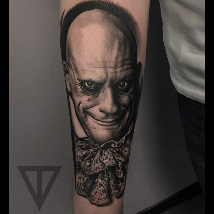 Uncle Fester Addams Family portret tattoo Roman Vainer